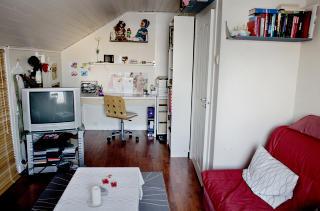 Fortsatt sommertid: Andrine elsket � se kokkeprogram p� rommet sitt hjemme i Sarpsborg. Hun skulle bli konditor og ta lappen. Og kanskje p� kino - har mamma f�tt vite i ettertid - med en gutt. Andrine fikk aldri oppleve � ha kj�reste.