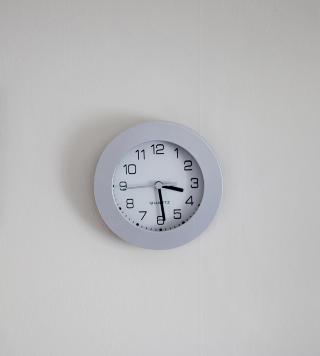 Livet g�r videre: Klokka tikker inn i framtida p� Andrines rom.
