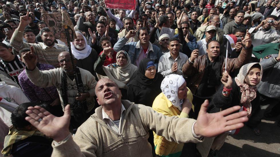 IKKE SIKRET DEMOKRATI:  Ett �r etter den arabiske v�ren startet, demonstrerer egypterne mot milit�ret p� Tahrirplassen. Foto: Amr Nabil/AP/Scanpix