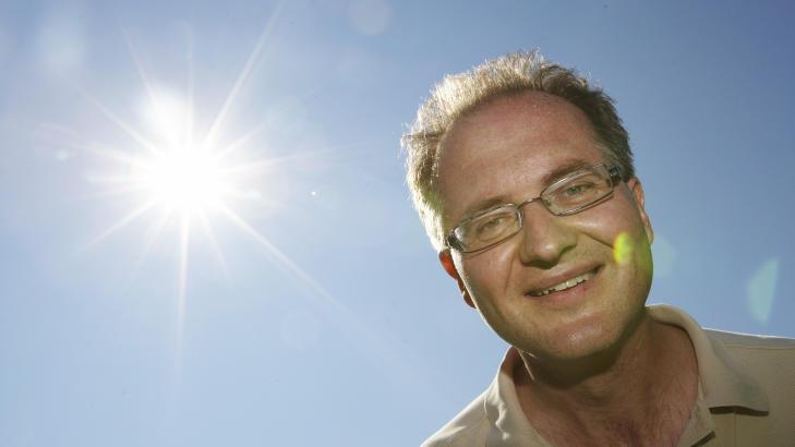 METEORITTLETING:  Astrofysiker Knut J�rgen R�ed �degaard s� selv ildkula over himmelen i kveld. Bildet er tatt ved en tidligere anledning. Foto: Cornelius Poppe / SCANPIX