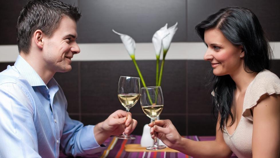 VELLYKKET: Det er lett � tabbe seg ut p� date. Vil du at daten skal bli vellykket, kan det l�nne seg � unng� de verste fellene.   Illustrasjonsfoto: Colourbox.com