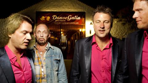 Vagab�nder: Rune Rudberg p� Danse Galla p� Grand Canaria, med bandet Vagabond i rosa skjorter.. Foto: Agnete Brun / Dagbladet