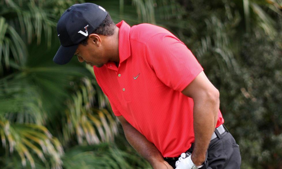 HALTET RUNDT: Tiger Woods hadde tydelige smerter og m�tte bryte turneringen. Foto: Wilfredo Lee/AP/SCANPIX