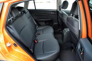GOD PLASS: Subaru XV byr p� overraskende god bakseteplass. Det g�r utover bagasjeromsplassen, som ikke er spesielt barnevogn-vennlig. Foto: ANDREAS HANDELAND