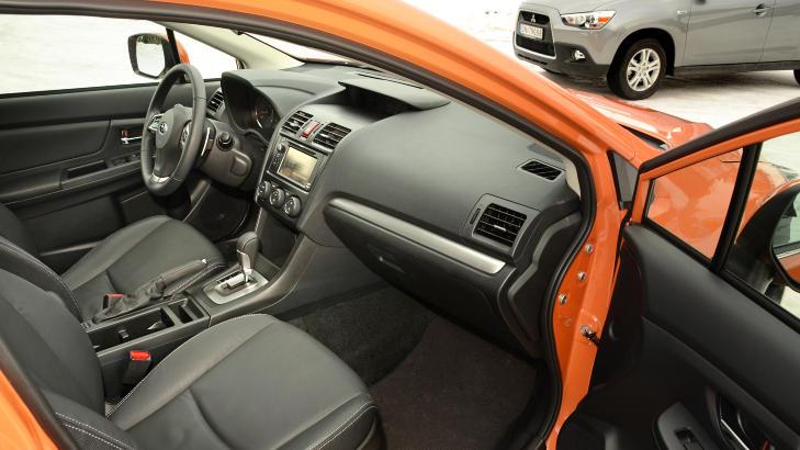 MER KOMFORTABEL: Subaruen byr p� vesentlig bedre komfort enn Mitsubishien. Understellet er mykere satt opp, motoren mer stilleg�ende og setene bedre � sitte i. Foto: ANDREAS HANDELAND