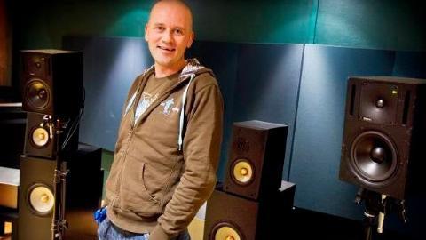 PINEFULLT: Veien til å like lyden av vinyl var lang og pinefull for den heldigitale lydprodusenten Morten Lindberg. Foto: 2L