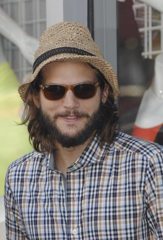 UFLIDD: Mange trodde nok at Kutcher uflidde stil skyldtes bruddet med kona Demi Moore. Men det var alts� en ny hovedrolle som ga ham �hjeml�sstilen�. Foto: Stella Pictures