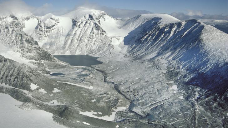 UGJESTMILDT: En del av fjellmassivet i omr�det i nord-Sverige hvor det norske Hercules-flyet er savnet.  Arkivfoto: Tore Hagman / Scanpix