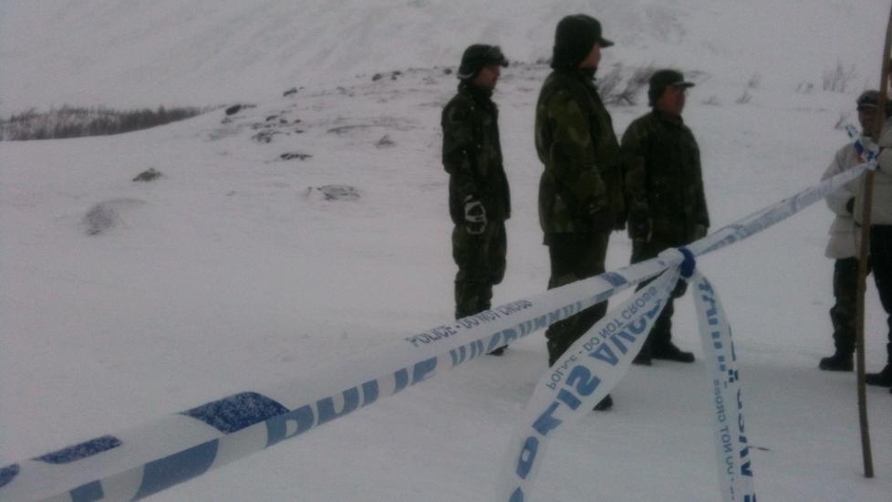 SPERRET: Svensk politi har sperret av et omr�de som f�rer inn til fjellet. Foto: Anita Arntzen / Dagbladet
