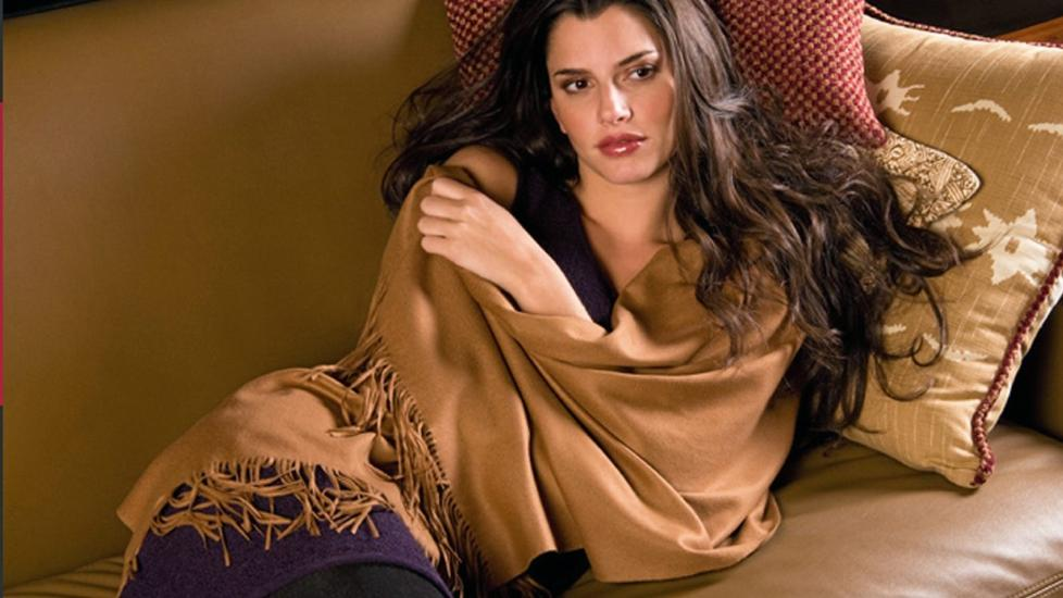 VERDENS MEST EKSKLUSIVE: Kanskje verdens dyreste sjal i vikunjaull fra Kuna.com, ca kr 12 750. FOTO: Produsenten