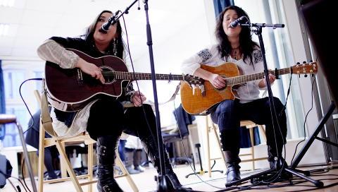 BLUESDUO: Plateaktuelle Margit Bakken (t.v.) og Rita Engedalen har spilt sammen i snart ti år, nå under navnet Women in Blues.  Foto: Stian Lysberg Solum / SCANPIX .