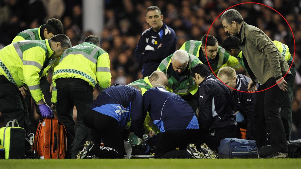 - MIRAKUL�ST: Tilskueren som l�p inn p� banen da Muamba kollapset, hjertespesialist Andrew Deaner, betegner rekonvalesensen til Bolton-spilleren som mirakul�s. Foto: SCANPIX