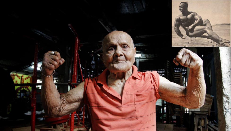 VISER MUSKLER : Det er nok ikke mange 100-�ringer som er like spreke som denne karen. Indiske Manohar Aich vant Mr. Universe i 1952. Foto: AP / CREATIVE COMMONS