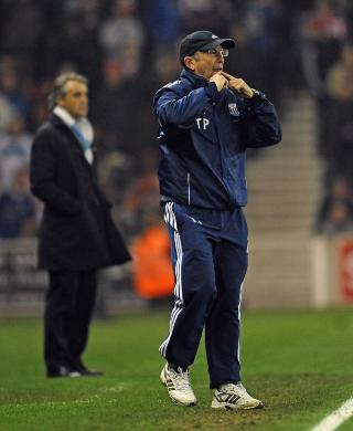 AVVISER AT MANCINI HAR GRUNN TIL � KLAGE: Stoke-manager Tony Pulis mener de ble snytt for straffe. Foto: AFP PHOTO/PAUL ELLIS