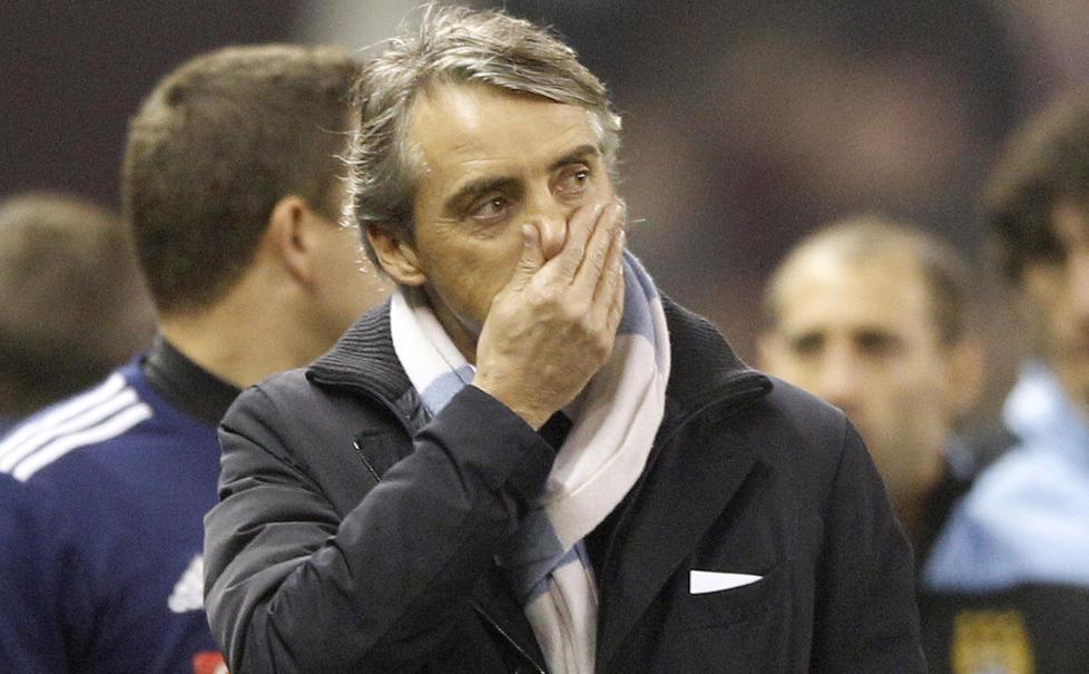 SKUFFET: Roberto Mancini m�tte se City avgi to poeng i kampen om ligamesterskapet i g�r, etter 1-1 p� Britannia. De lysebl� har bare tatt ni poeng p� sine ni siste bortekamper.  Foto:  REUTERS/Darren Staples