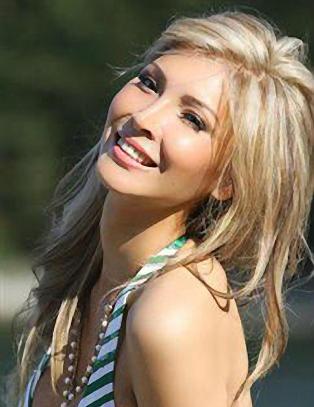 Kj�nnsopererte Jenna f�r likevel delta i Miss Universe