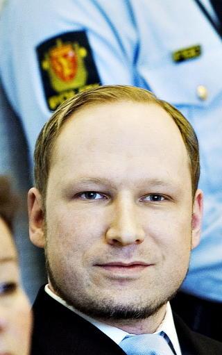 SMILTE: Breivik smilte, men framsto intens og n�rg�ende, da han m�tte et venninnepar i 30-�rene p� byen seint 2010.  Foto: Nina Hansen / Dagbladet