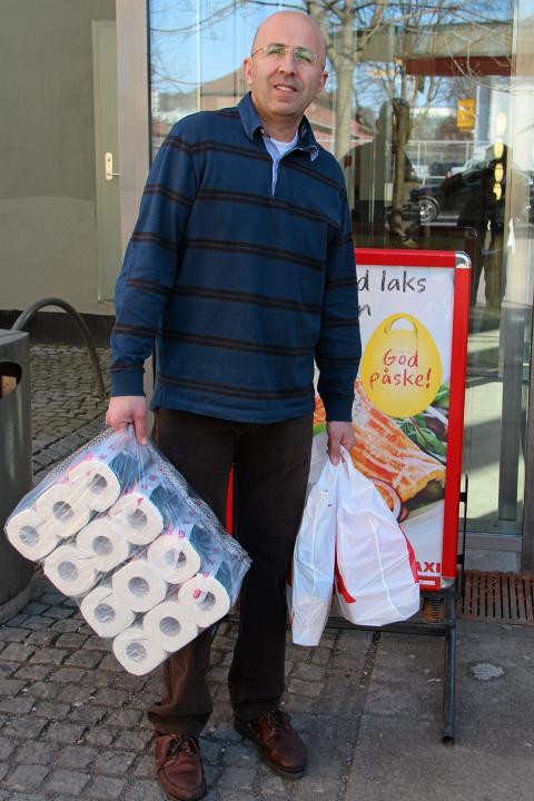 HELT R�TT: Jakob Hamory reagerer p� prisene hos Ica Maxi p� Bj�lsen i Oslo. FOTO: Ivar Folkedal