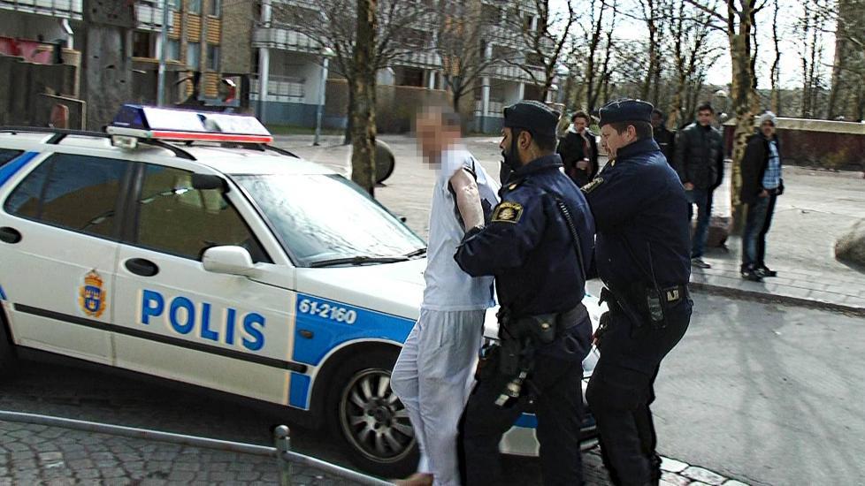 P�GREPET: Denne mannen ble f�rt bort av politiet i Malm� i forbindelse med en kvinne som ble satt fyr p� foran to barn. Foto: Fritz Schibli/FZ webbfilm.