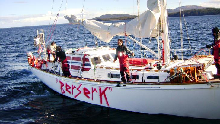 SKIFTET NAVN: F�r Andh�ys ekspedisjon forlot Antarktis, omd�pte de �Nilaya� til �Berserk�. Det kan ha bidratt til � skape tr�bbel for dem. Foto: CHILENSK MARINE
