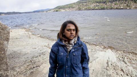 BLE PLUKKET OPP: Khamshajiny Gunaratnam la p� sv�m fra denne odden mot fastlandet. Kort tid etter dukket Breivik opp p� samme sted.Foto: Sveinung U. Ystad
