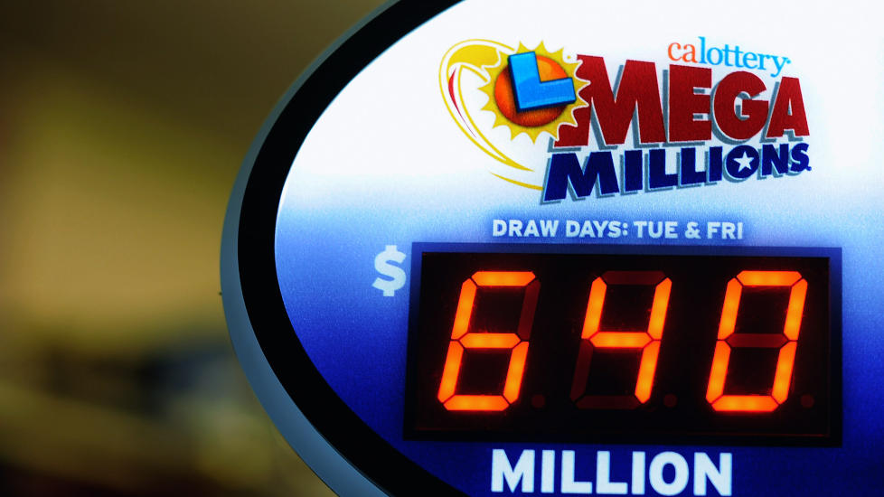 REKORD-GEVINST: Mega Millions hadde 30. mars en rekordtrekning p� 640 millioner dollar (3,7 milliarder kroner). Gevinsten ble delt p� tre heldige vinnere. Foto: Kevork Djansezian / Getty Images / AFP / NTB Scanpix