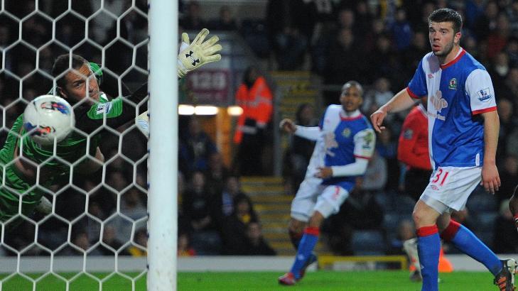 SUSER: Blackburn-keeper Paul Robinson burde kanskje ha gjort det bedre, men Antonio Valencias 1-0-scoring kom overraskende og knallhardt.Foto: SCANPIX/AFP/ANDREW YATES