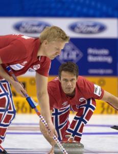 Curlinggutta henger med i kampen om sluttspill