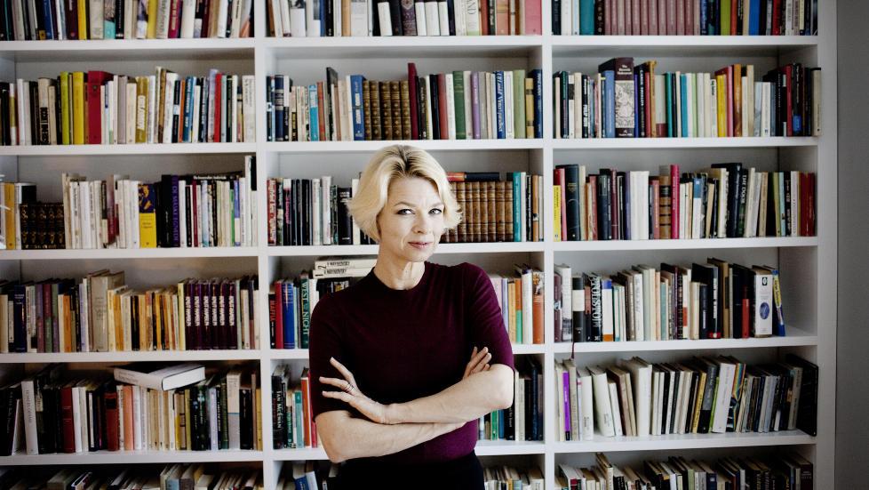 P�SKELEKTYRE: Linn Ullmanns siste roman har solgt mest av alle norske skj�nnlitter�re b�ker hittil i �r, og blir nok p�skelektyre for mange nordmenn. FOTO: ADRIAN �HRN JOHANSEN/ DAGBLADET