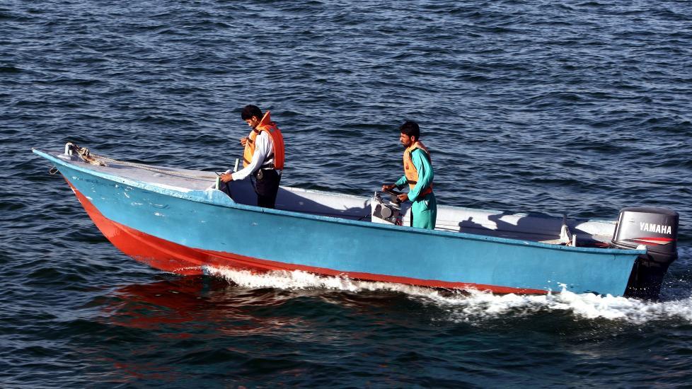 SJ�FOLK: Hendelsen skjedde utenfor kysten ved byen Chabahar. Foto: EPA/ABEDIN TAHERKENAREH/NTB Scanpix