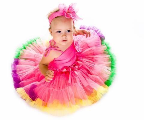 PRINSESSENAVN: Tre fornavn er en prinsesse verdig, men i Sverige er det vanlig også blant folk flest.  www.colourbox.com