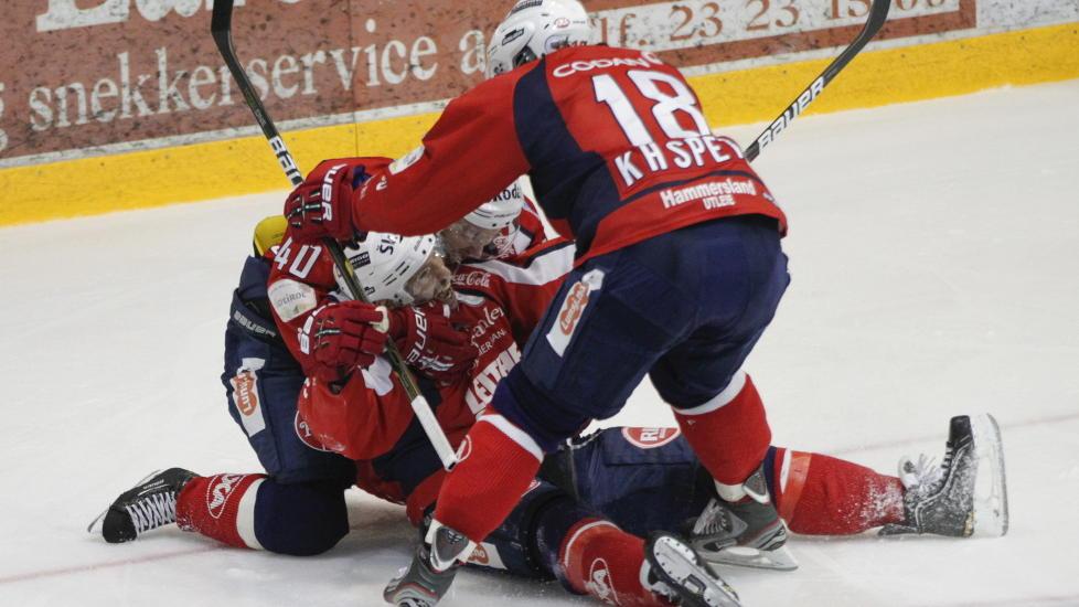 GIR SEG IKKE: Lørenskog slo tilbake etter to strake tap mot Stavanger Oilers. Nå blir det minst seks finalekamper etter at Lørenskog utliknet til 2-2.Foto: Thomas Winje Øijord / NTB scanpix