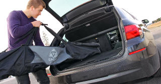 ALLSIDIG: Med firehjulsdrift blir BMW 525dAT xDrive ogs� en bil for vintersportsentusiastene. Plassmessig holder bagasjerommet m�l for de fleste aktiviteter. FOTO: Terje Bj�rnsen