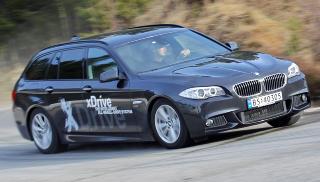 SPORTSLIG: Selv om BMW 525dAT xDrive er stor, reagerer den fortsatt raskt og presist ved aktiv svingkj�ring. FOTO: Terje Bj�rnsen