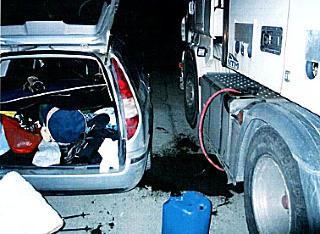 FULL TANK: De fylte en 20-liters kanne og tanken med diesel. Foto: Politiet.