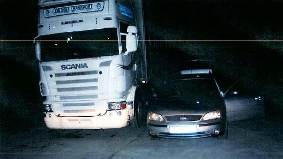 HEVERT: De tre mennene fra Litauen sto parkert mistenkelig n�r traileren. Foto: Politiet.