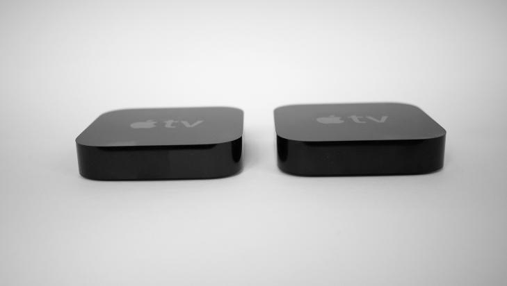 KLIN LIKE: Generasjon to og tre av AppleTV kan ikke skilles fra hverandre n�r de stilles opp mot hverandre. N�r du kobler dem opp mot en tv, vil du imidlertid merke en kvalitetesforskjell p� bildet - s�vidt det er.