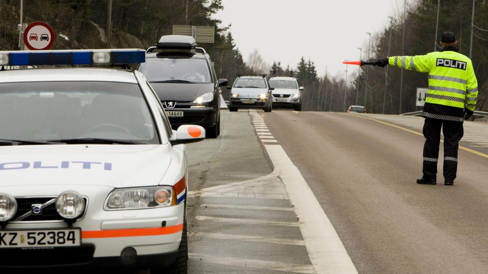 BLE VINKET INN ETTER 33 �r:  Bilf�reren Stj�rdal har lurt politiet siden han fyllekj�rte i 1979. Men i dag var det stopp. P�sken Illustrasjonsfoto: Heiko Junge, NTB SCANPIX .
