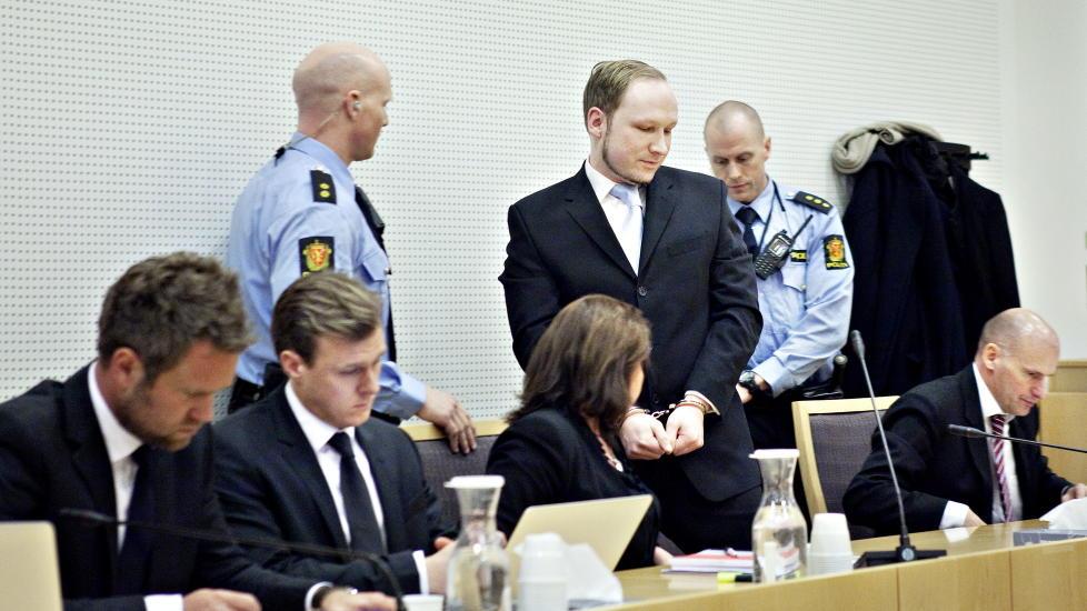 FRAM OG TILBAKE: Terortiltalte Anders Behring Breivik har endret sin beskrivelse av hva det hemmelige brorskapet Knights Templar er og ikke er under politiavh�r. N� er han redd for � bli oppfattet som at det hele bare er oppspinn, slik politiet mener det er. Foto: Nina Hansen / Dagbladet