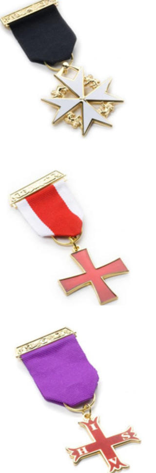 IKKE TEMPELRIDDER LIKEVEL: Disse korsene f�es billig p� nettet, har Dagbladet avsl�rt. De koster litt over en hundrelapp. Dette er (�verst) Knights Templar and Knight of Malta breast jewel (koster 13.99 pund), Knights Templar breast jewel (koster 11.99 pund) og Knight Companion of the Red Cross of Constantine (11.99 pund) IHSV (In Hoc Signo Vinces).