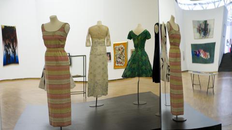 Glamour: Sonja Henies kjoler og sk�ytekostymer var overd�dige. Blant kjolene er kreasjoner fra Balenciaga og en �pokerkjole� fra Las Vegas. Foto: Tomm W. Christiansen