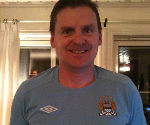 CITY VINNER: Einar Barth har v�rt City-supporter gjennom mange tunge �r. N� mener han det endelig blir ligagull. Foto: Privat