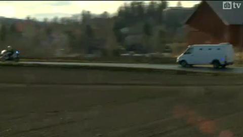 Dette er bilen med Breivik, på vei fra fengselet i Bærum til Oslo sentrum.