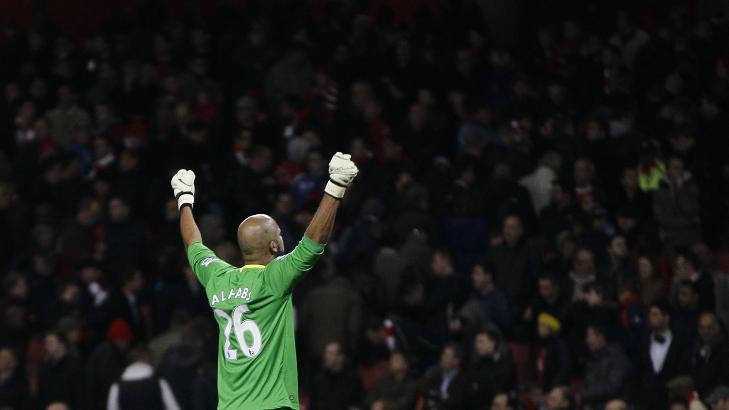 GOD TID: Spesielt Wigan-keeper Ali Al-Habsi fikk holde p� for lenge f�r han fikk det gule kortet, mener Arsenal-sjefen.Foto: SCANPIX/AP/Alastair Grant