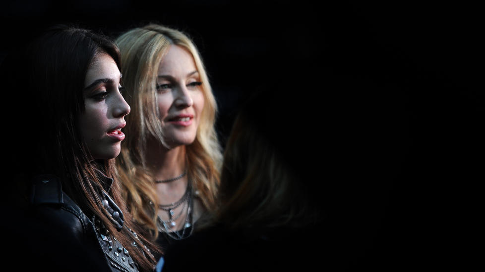 REBELSK:  Selv om Lourdes Leon bare er 15 �r ble hun tatt i � r�yke nylig. Madonna ble ikke glad da hun s� bildene. Foto: Stella Pictures