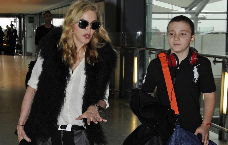 SNART TEN�RING:  Om et par �r er hennes eldste s�nn Rocco Ritchie 13 �r, og mamma Madonna f�r enda en ten�ring i huset. Foto: Stella Pictures