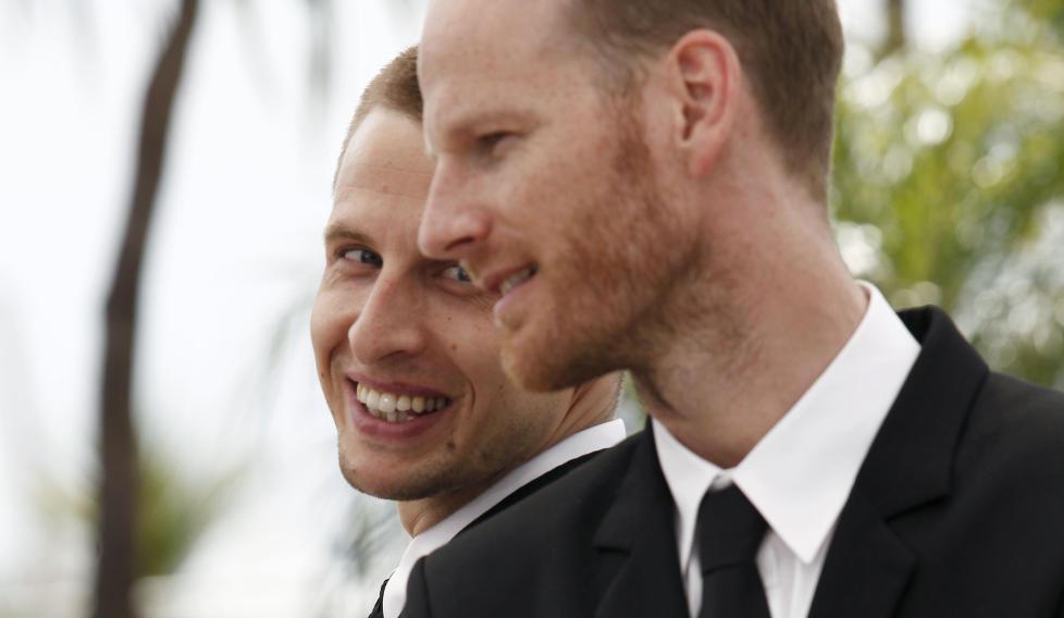 I CANNES: Skuespiller Anders Danielsen Lie (bak) og regiss�r Joachim Trier har f�tt nok en pris for Oslo, 31. august. Her er de fotografert i Cannes i fjor, der filmen ble vist p� sideprogrammet. Foto: Scanpix/AFP PHOTO / GUILLAUME BAPTISTE