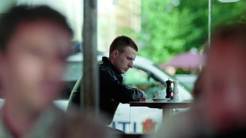 NARKOMAN: Anders Danielsen Lie spiller narkoman p� avvenning i Oslo, 31. august. Foto/Copyright: Motlys / Norsk Filmdistribusjon