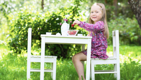 EGEN SPISEPLASS: Hagedesigner Darren Saines tror barna vil sette pris p� en egen spiseplass. FOTO: Colourbox