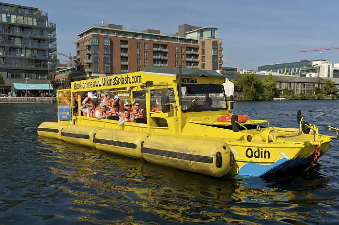 AMFIBIESUKSESS: Med sju amifibiekj�ret�y fra andre verdenskrig, er Viking Splash Tours blitt en gedigen suksess i Dublin. Foto: VIKINGSPLASH.COM